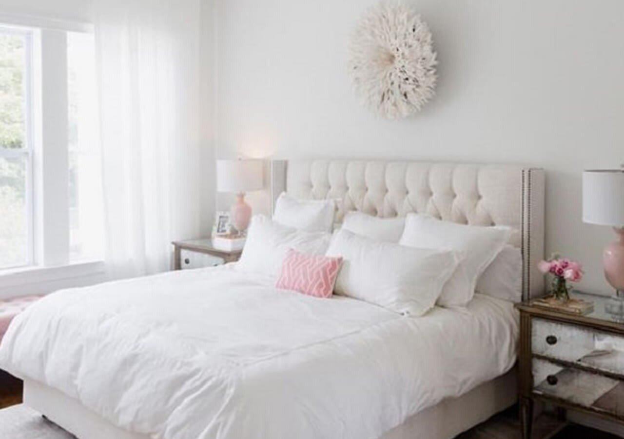 Quarto Casal Branco Detalhes Rosas