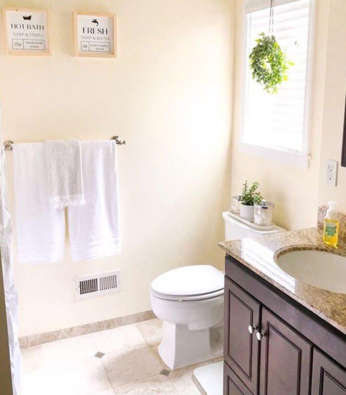 Tapeçaria Banheiro Decoração Simples
