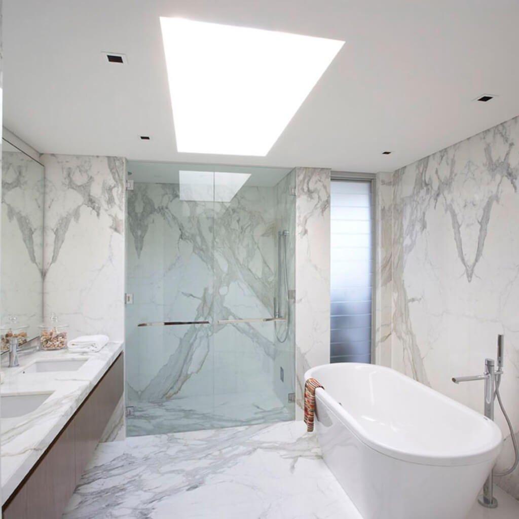 Banheiro em Mármore Calacatta