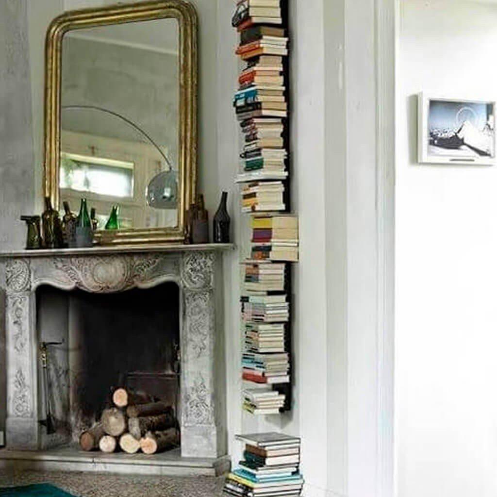 Prateleira Vertical com Livros