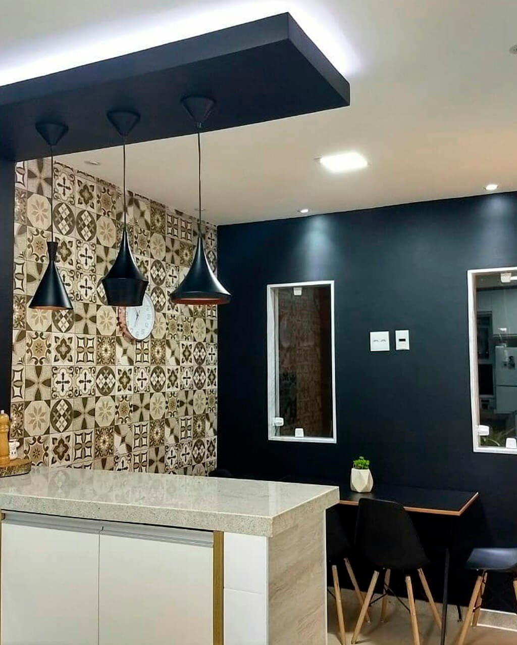 Fita LED Branca Detalhe Teto Cozinha